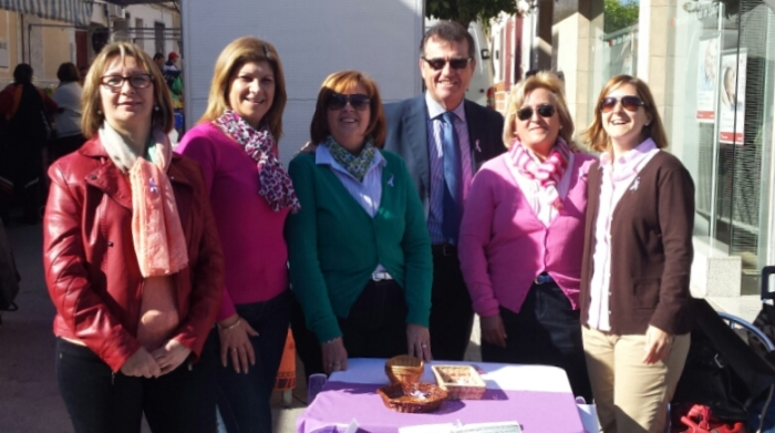con Inmaculada, Mari Nieves, Isabel, Maise y Mely en el mercadillo